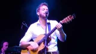 Pablo Alborán cantando Vuelve Conmigo (en Vivo)