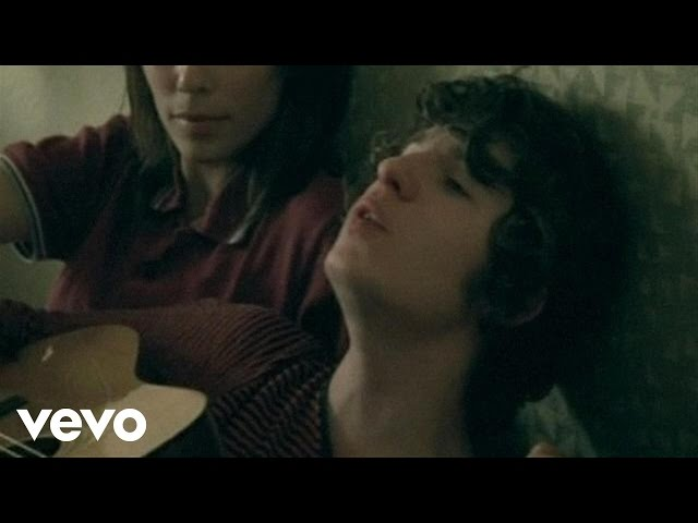 """Video oficial de """"She Moves in her own way"""" de The Kooks"""