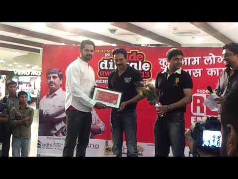"RED FM 93.5 - Bade Dilwale 2013 Felicitation for ""Youth Empowerment"""