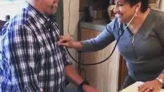 Médica fica emocionada ao ouvir o coração do seu filho que foi doado para esse homem