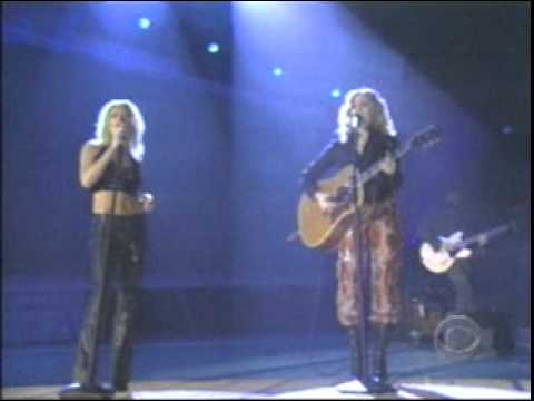 sheryl-crow-shelby-lynn-the-difficult-kind-grammies-2001-nick-callas