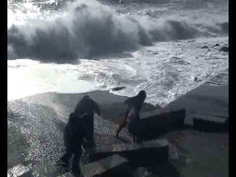 Зимний шторм в Ялте. – Winter storm in Yalta, Ukraine.1