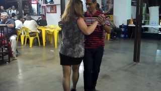 Regina dançando samba gafieira com o nosso amigo João