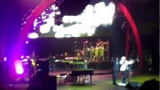 Barry Manilow performing his Encore Medley in Rochester, NY 2012