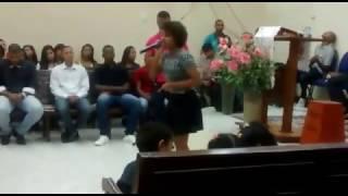 Gabriella Nascimento louvando hino OUTRA VEZ