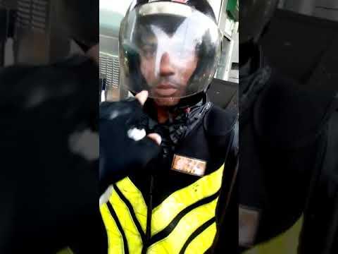 Alfredo Cartilha cuidados com a viseira do capacete e o queixo