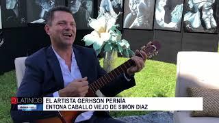 El artista plástico Gerhson Perni?a entonando Caballo Viejo