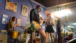 Bleached -Sleepwalking, Live @ Amoeba Records, San Francisco