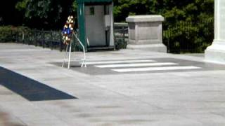 VIDEO - Guard Warns Rude Visitor at Tomb of the Unknowns!