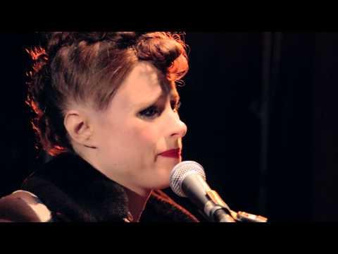 kiesza-hideaway-acoustic-version-universal-music-deutschland