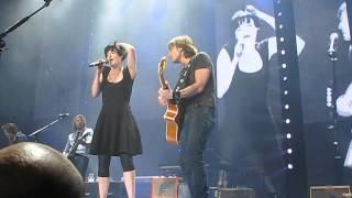 Keith Urban & Megan Washington - Wonderwall ( Oasis Cover )