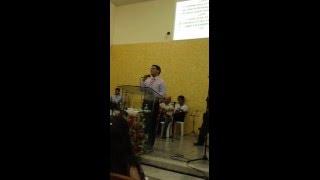 Yuri Oliveira cantando o hino LUTE de Voz da Verdade no culto da virada