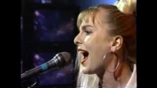 Sam Brown - Kissing Gate (live performance)
