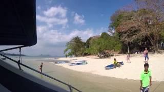 Escutando Michel Teló na Tailândia. Lancha turística colocando  o som.