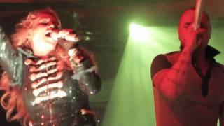 Paulina Rubio feat Juan Magan - Algo de ti (Live in Queen).mp4