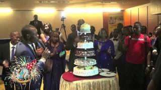 SIDIKI DIABATÉ chante le joyeux anniversaire à SUP'MANAGEMENT MALI