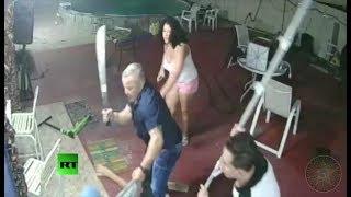 Florida: Hombre con machete se enfrenta a un grupo armado