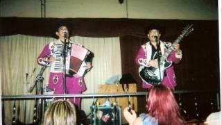 Los Canelos De Durango - Tierra Mala (en Vivo)