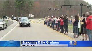 Admirers Salute Billy Graham As Motorcade Crosses North Carolina