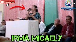 Irmã Micaely cantando em estreito piaui