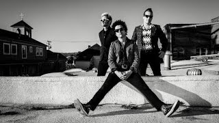 Green Day - Ordinary World (Lyric Video)