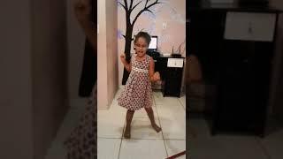 Primeiro vídeo do canal             cantando ligada na tomada -Sienna Belle