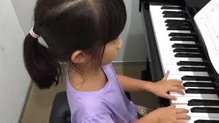 อะยูมิ  เล่นเพลง Wishful Thinking ค่ะ