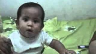 Aira bayi tertawa melihat bola ( baby laugh )_mpeg4.mp4