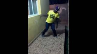 Dançando Kuduro - Elebom (variante individual).