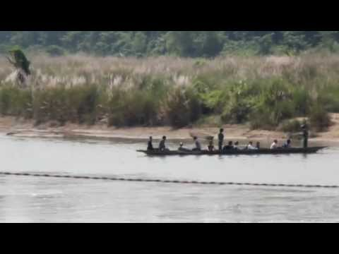 Nepal Chitwan 獨木舟橫渡河流