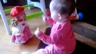 Dans cu papusica Romania danseaza