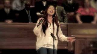 Daechelle Performs for the San Diego Rescue Mission
