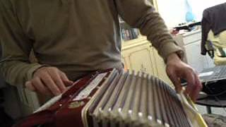 "Cover ""Chanda Mama"" of Playing For Change, with Bass Harmonium"