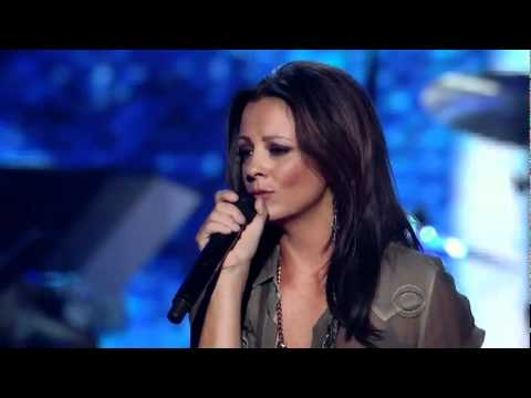 sara-evans-stand-by-your-man-acms-girls-night-out-saraevansfansite1
