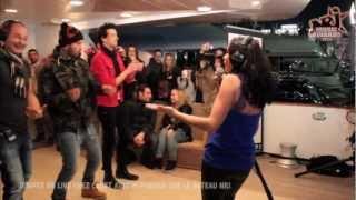 M. Pokora danse pendant le live de Jenifer chez Cauet