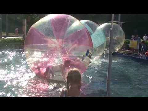 Розваги в повітряних кулях у басейні м. Чернівці