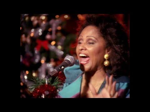 All Alone On Christmas de Darlene Love Letra y Video