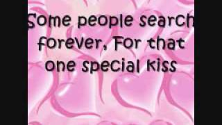 Kelly Clarkson- A Moment Like This (Lyrics On Screen)