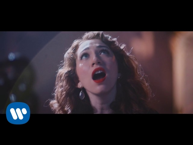 "Vídeo oficial de ""Black and white"" de Regina Spektor"