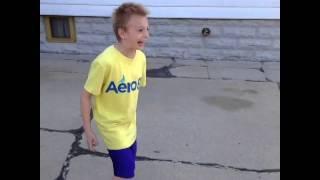 El niño loco del balón