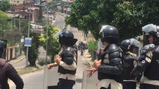 Funcionarios policiales extorsionan a familiares de detenidos en protestas