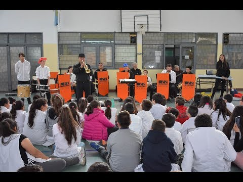 La Banda Sinfónica del Sur realizó conciertos didácticos en la EPP 33 y 44