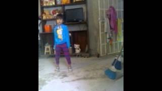 Nena bailando tu chapa