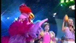Eliana cantando 'A Galinha Magricela' no Gugu