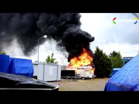 Twee campers en Mercedes beschadigd door brand Veursestraatweg Leidschendam photo