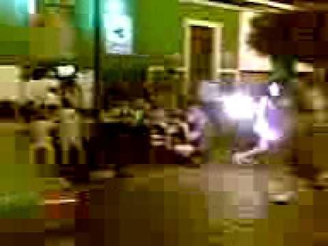 Malabares con fuego en la calzada (2)
