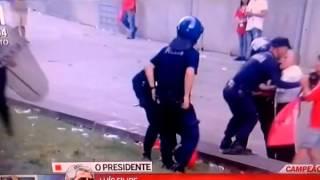 Pai (Adepto do Benfica) agredido à frente do filho!! 17-05-2015