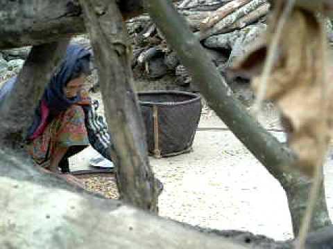 Anapurna Trek – Woman at work
