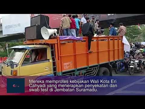 Protes Penyekatan di Suramadu, Ratusan Warga Madura Demo Balai Kota Surabaya