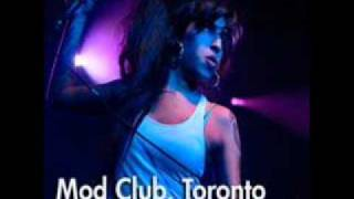 Amy Winehouse - Me and Mr. Jones (Live Toronto Mod Club 2007)